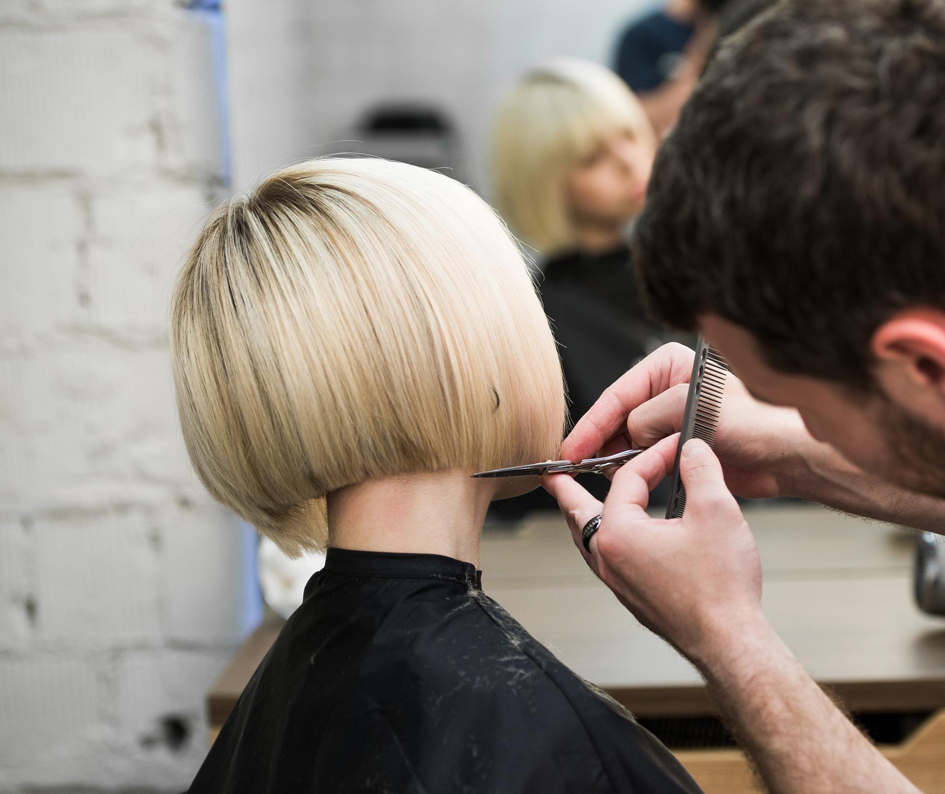 Woman gettting stylish haircut